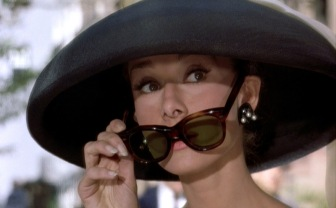 Breakfast-at-Tiffanys_Audrey-Hepburn_black-hat-sunglasses.bmp